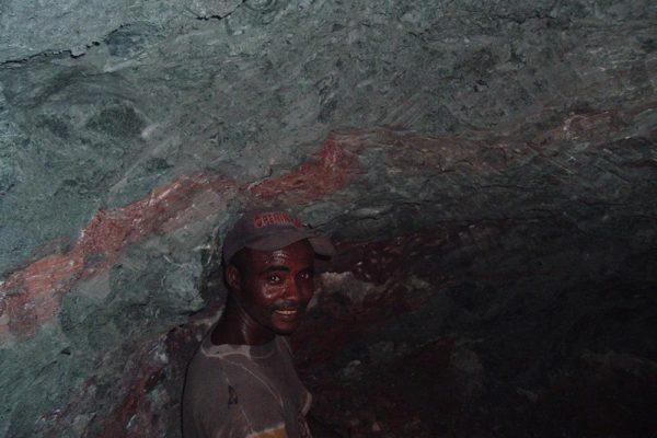 Larimar miners